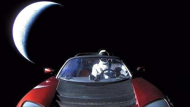 Un descapotable lanzado por Tesla podría impactar contra la Tierra