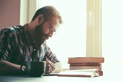 Sigue estos consejos del maestro del terror para mejorar tu escritura