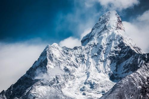 El coronavirus llegó a la cima del mundo: se registraron más de 100 casos en el Everest