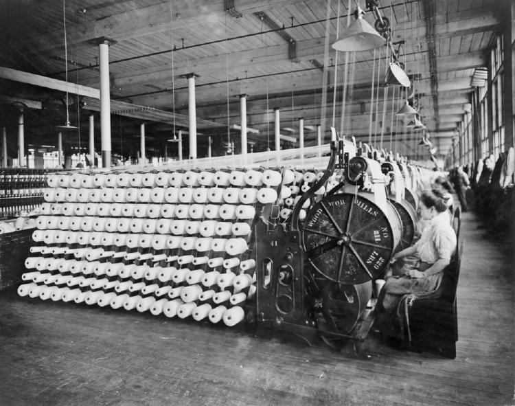 mujeres trabajando fabrica