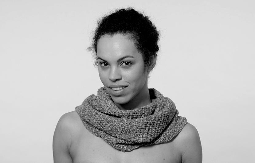 Inventan una bufanda para acariciar a otra persona a la distancia
