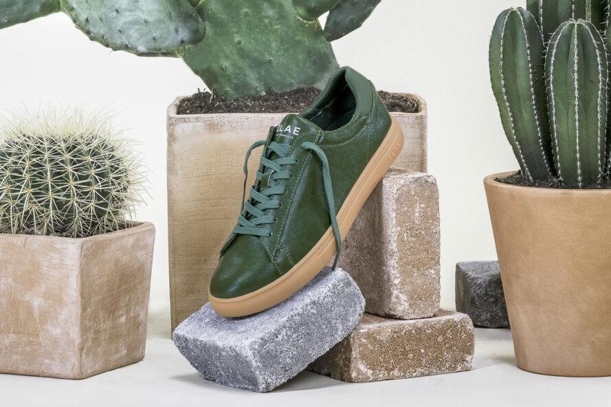 Jóvenes mexicanos elaboran zapatos veganos de cuero ecológico
