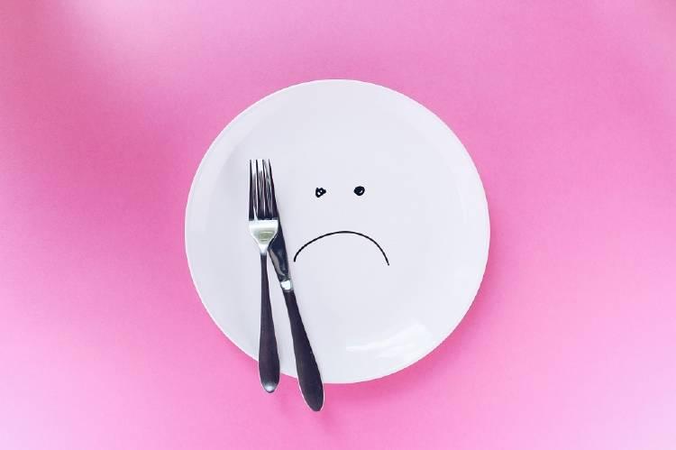 Malos hábitos que te hacen sentir hambre