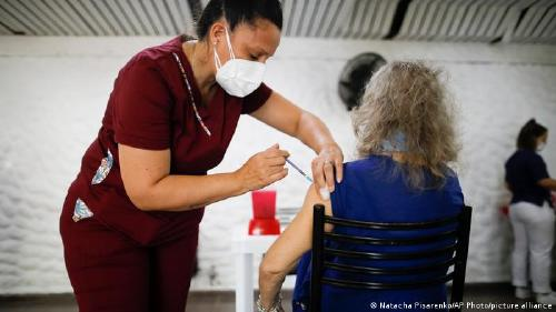 La UE prevé donar cien millones de dosis a países pobres a finales de 2021