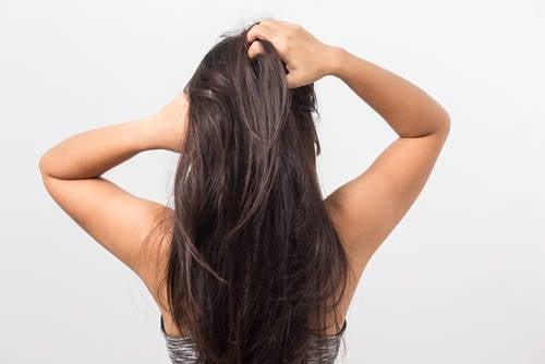masaje cabello mujer