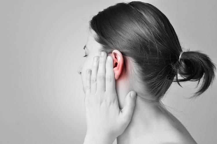 4 maneras de curar el dolor de oídos de forma natural