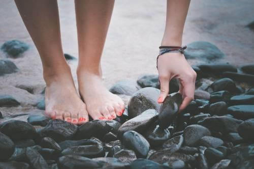 Tres usos de los aceites esenciales para mantener tus pies bonitos y saludables.