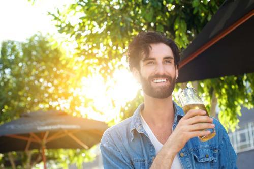 Una cervecería paga por hacer senderismo y beber su cerveza
