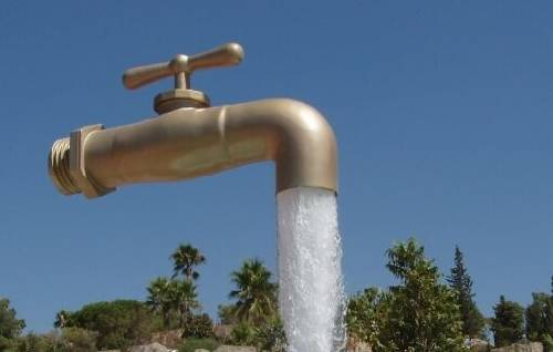 ¿Cómo ahorrar agua en el baño y la casa?