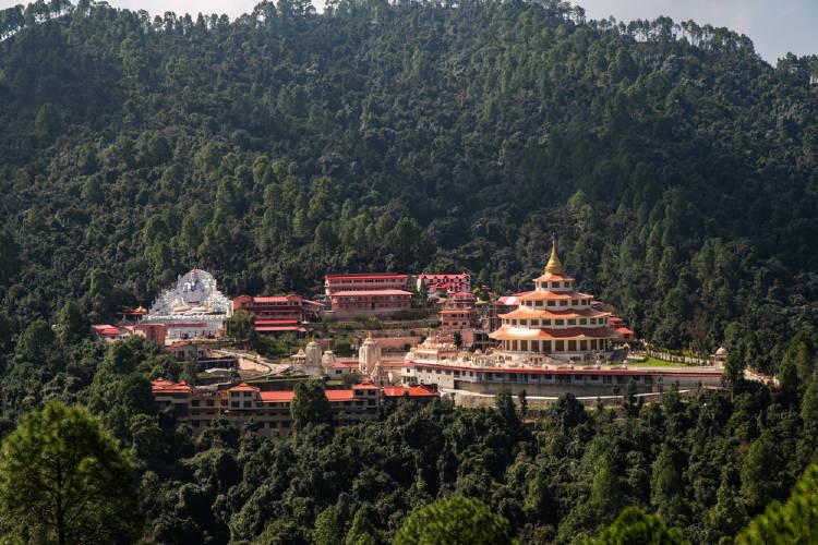 ashram, retiro espiritual en las montañas