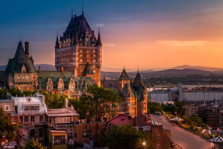 Quebec necesita cubrir 20 mil puestos laborales