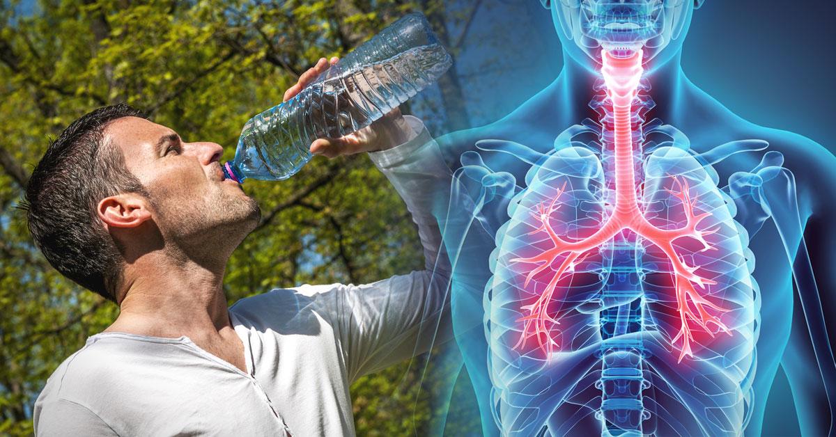 Tomar agua helada hace bajar de peso
