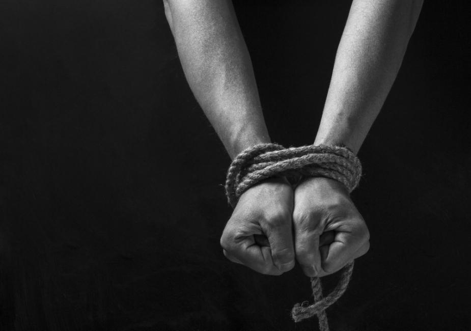 manos atadas secuestro