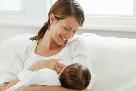 Revelan que ser amamantados a instantes de nacer salva la vida de 820.000 niñ..