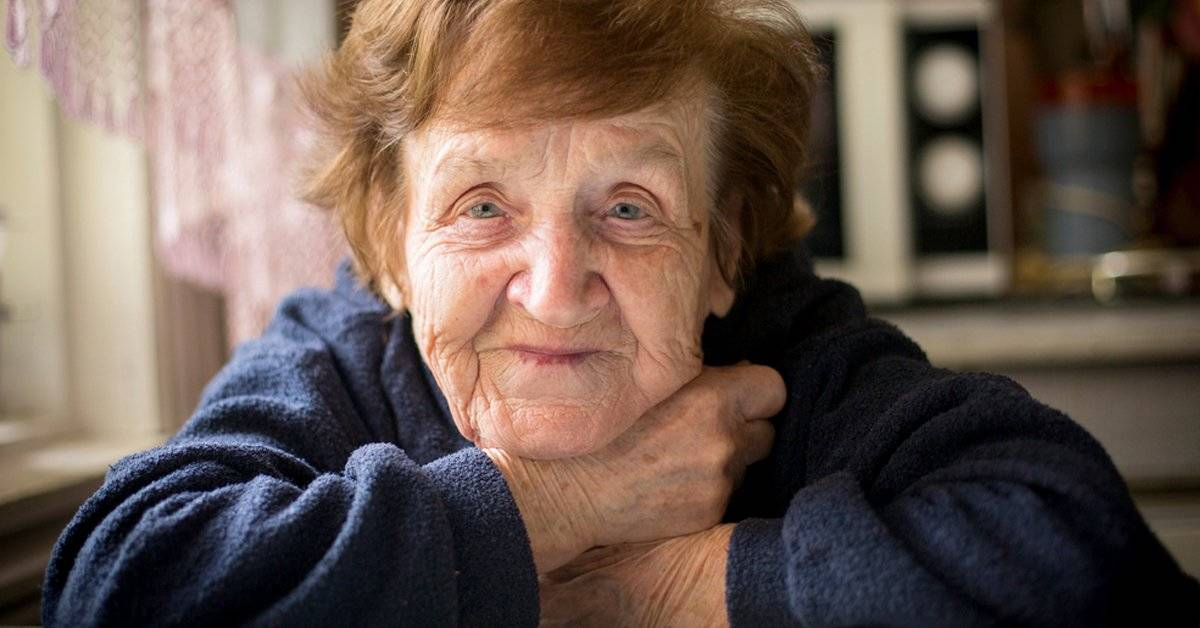 """Podrías tener """"olor a abuela"""" sin saberlo: aparece mucho antes de lo que crees"""
