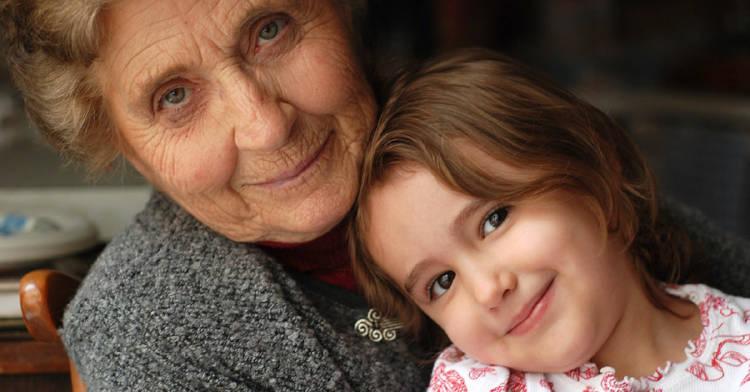 estudio-determino-niños-comparten-genes-abuela