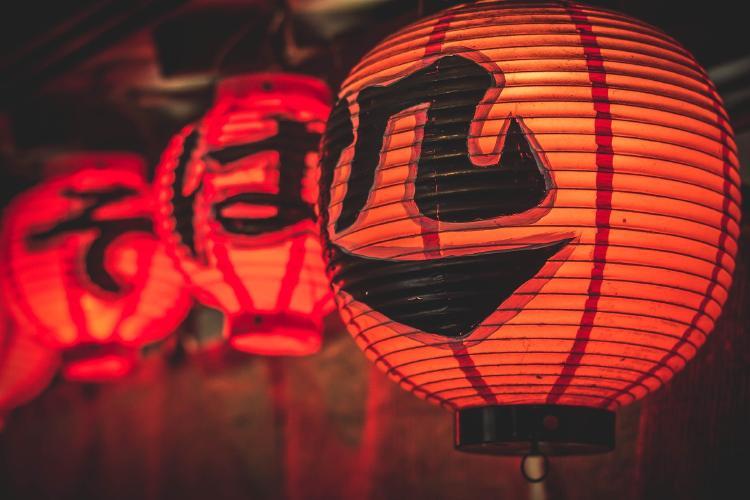 lanterns-2792988_1920