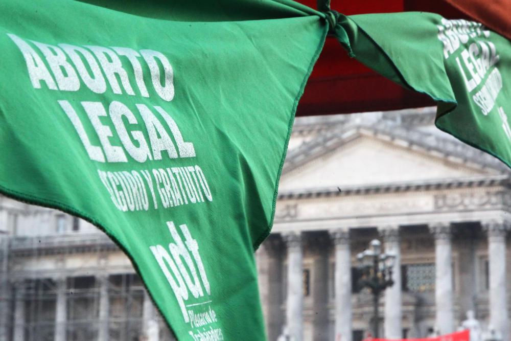 Senado de Argentina aprueba proyecto de ley que legaliza el aborto