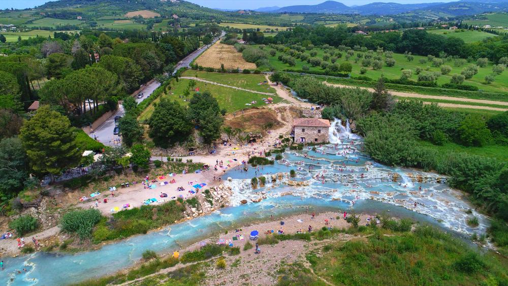 Las termas naturales de Saturnia: un centro de bienestar en la Toscana