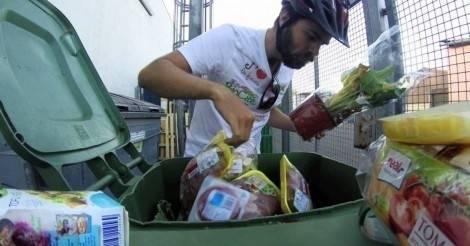 Este joven recorrió 3.000 KM en bicicleta alimentándose con desechos