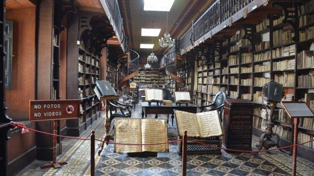 La colección de la bilbioteca hoy bordea los 25 mil volúmenes