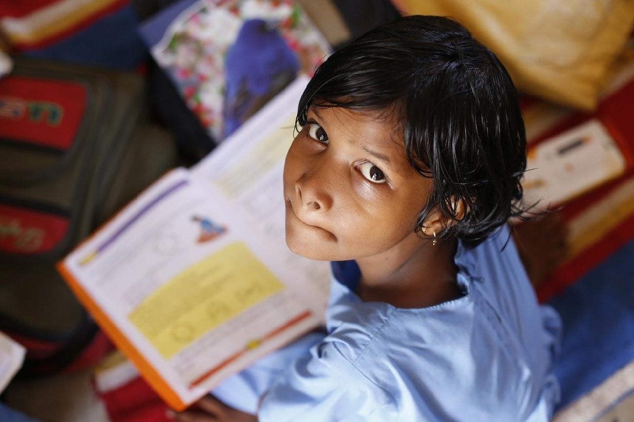 """Gana """"Nobel de Educación"""" por librar a niñas de matrimonios prematuros"""