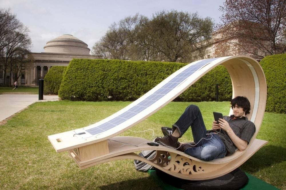 Una reposera en la que puedes cargar tu teléfono gracias a la energía solar