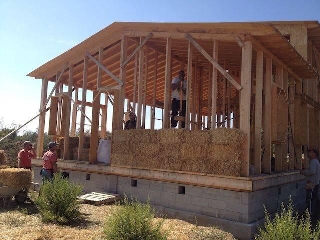 Tutorial para la construcción de una casa de paja