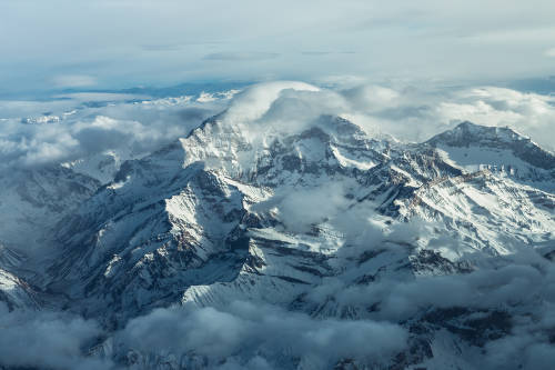 Una sorprendente imagen muestra a la montaña más alta de América sin nieve