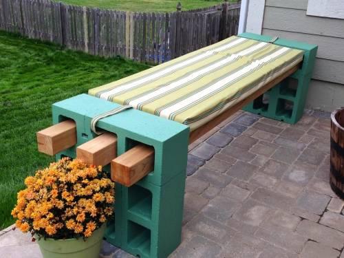 Cómo hacer un banco con bloques de cemento y listones de madera