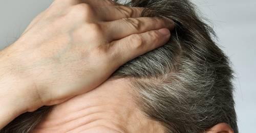 Estos 4 métodos te permitirán oscurecer el cabello y tapar las canas con cal..