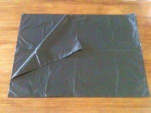 03 - Extender totalmente la bolsa y luego doblar por la mitad, de modo que queden 4 capas de plástico...