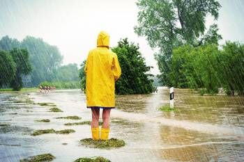 mujer inundacion