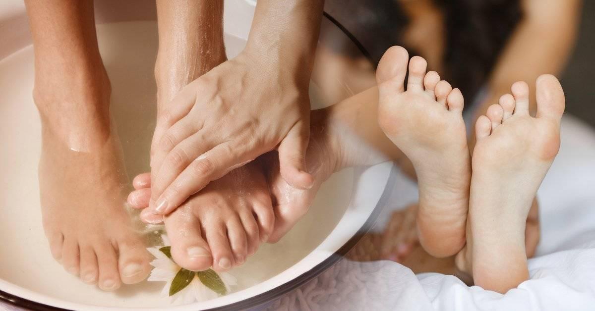 4 cosas saludables que pasarán si sumerges tus pies en vinagre por 15 minutos