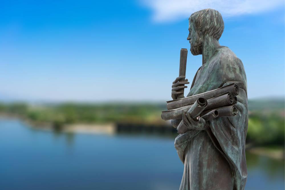 Ilumínate con la sabiduría de Aristóteles a través de sus frases más famosas