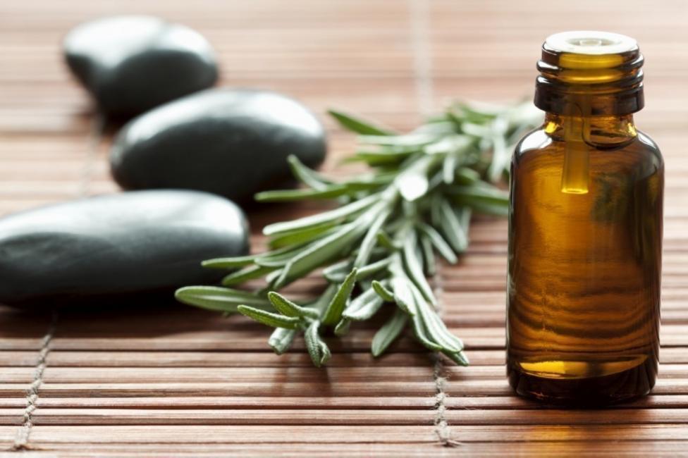 Cómo estimular naturalmente el crecimiento del cabello- aceite de tea tree para el pelo