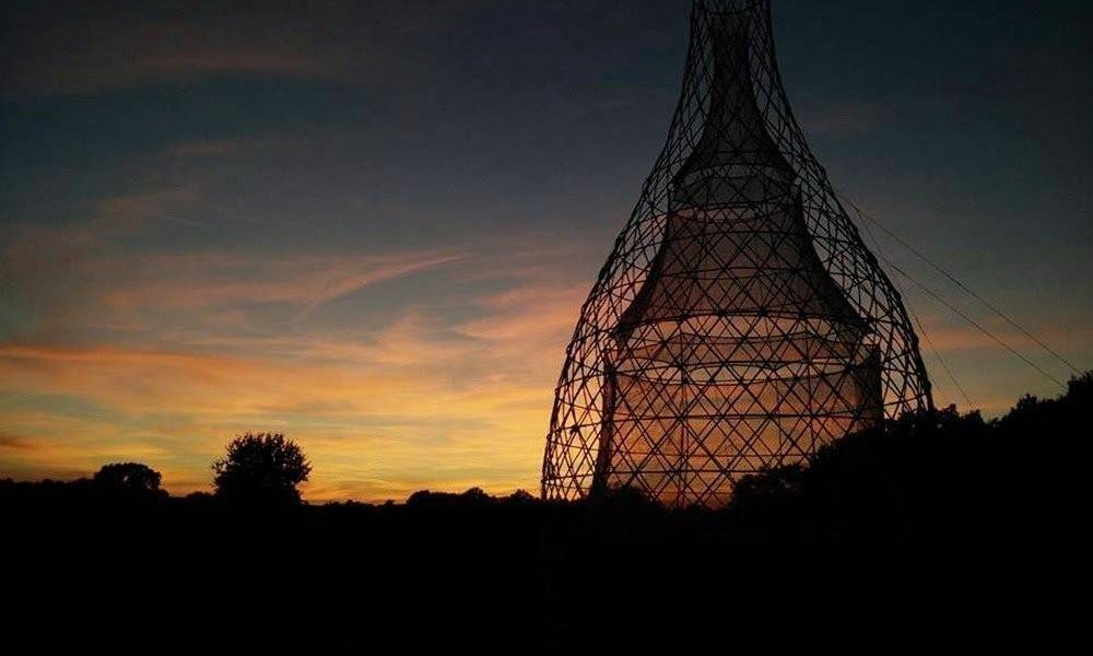 Una torre de bambú que produce agua potable en África a partir del aire