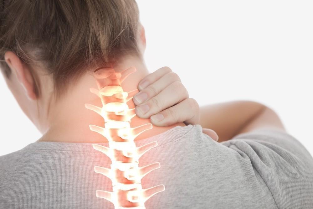 Truco para aliviar el dolor de cuello y hombros en 3 minutos