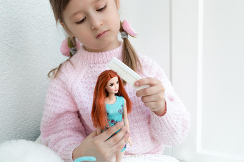 Las muñecas tienen impacto en la imagen corporal de las niñas