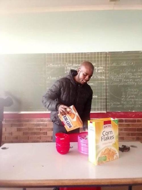 educador-comida-alumnos-sudafrica-sueldo
