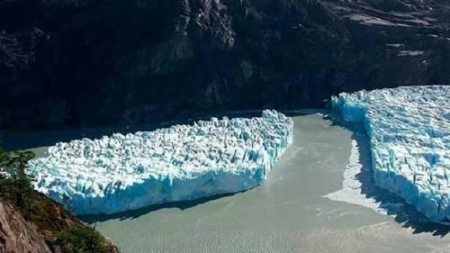 Un misterioso iceberg se desprende en Chile y tiene intrigados a todos los cie..