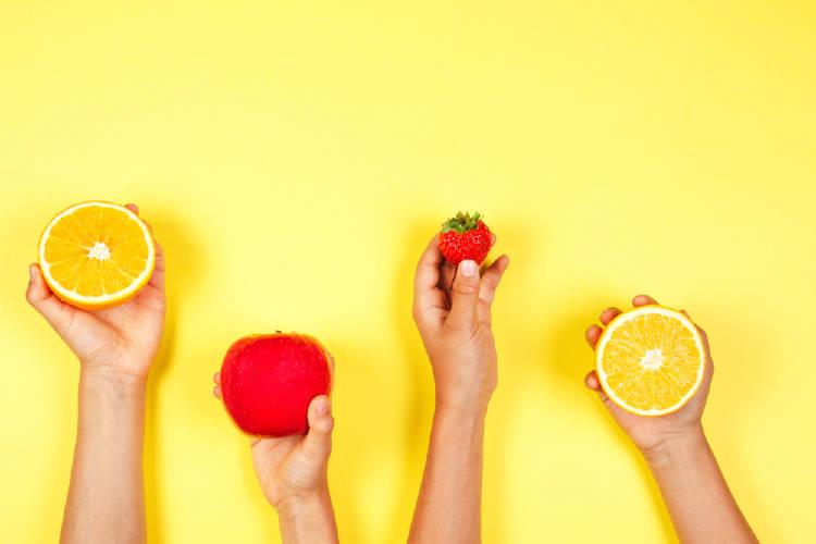 manos frutas