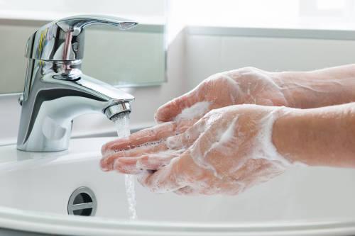 Tips para evitar la sequedad en la piel de las manos por el lavado frecuente