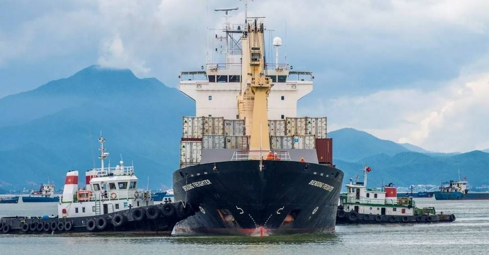 ¡China fabrica el primer buque de carga completamente eléctrico!