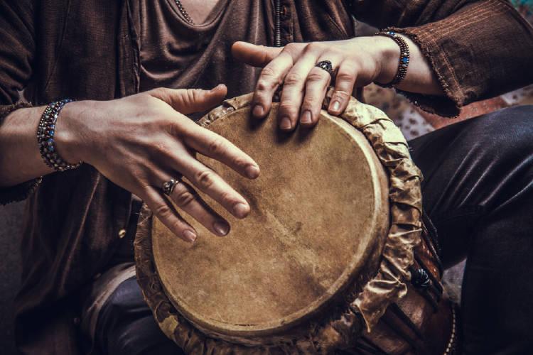 manos al tambor