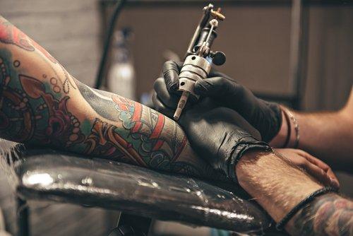 Cosas que pasan en tu cuerpo cuando te haces un tatuaje por primera vez