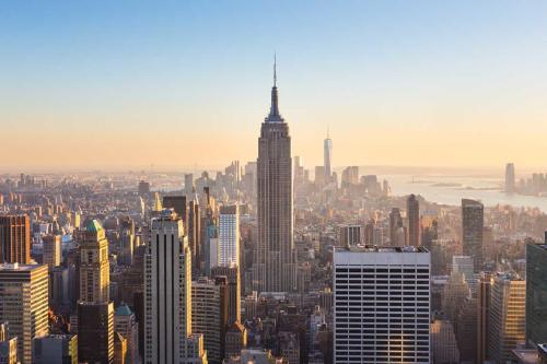 """El alcalde de Nueva York planea """"abrir completamente"""" la ciudad a partir del 1 d"""