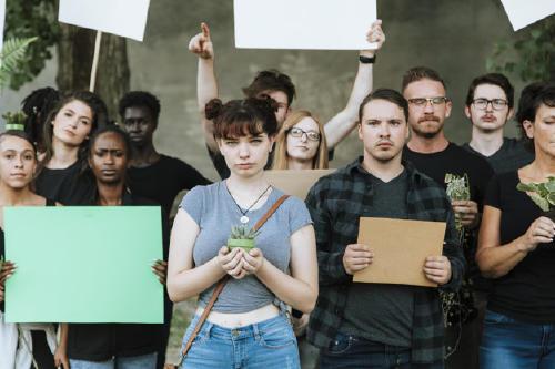 ambientalistas-enojados-protestando-medio-ambiente_53876-83125