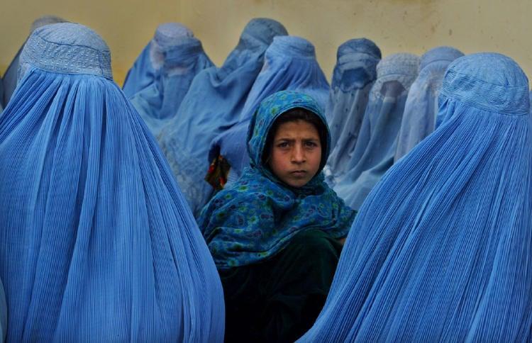 Mujeres-que-viven-bajo-el-yugo-taliban-en-Afganistan