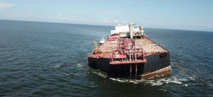 Un buque se hunde en el Caribe con más de un millón de barriles de petróleo
